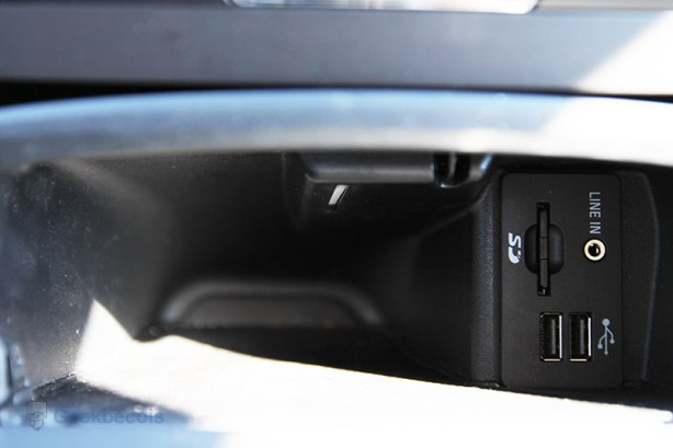 Ports USB/SD/Line in - Ford Edge 2015
