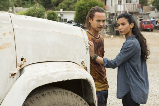 Nick Clark (Frank Dillane) et Luciana (Danay Garcia) - Fear The Walking Dead Saison 2 Épisode 14 - Photo : Peter Iovino/AMC