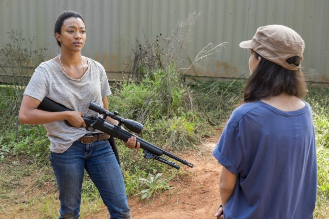 Rosita Espinosa (Christian Serratos), Sasha Williams (Sonequa Martin-Green) -The Walking Dead Saison 7 Épisode 13 - Photo: Gene Page/AMC
