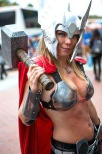 thors-goddess-of-thunder-cosplay-4