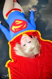 supergirl-cosplay-5