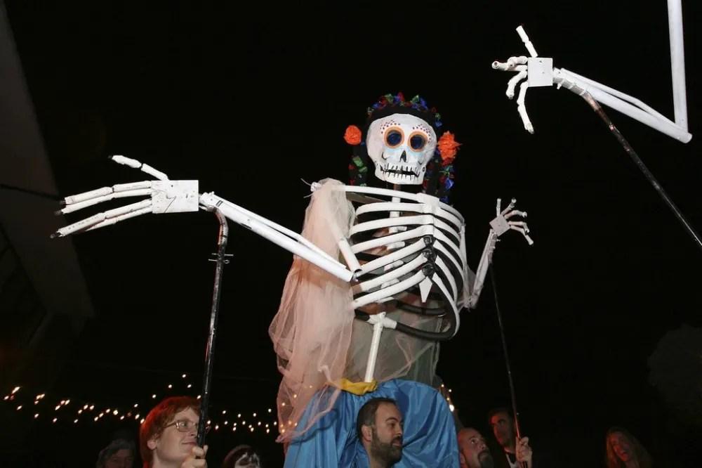 Los Muertos Puppets