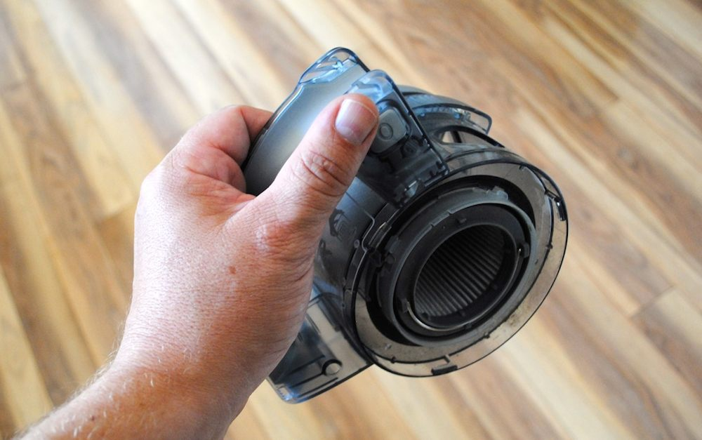 Compact and easy to empty cordless vac