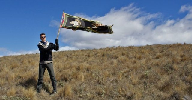Raising the banner of Rohan on Pelennor Fields