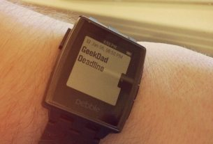 The Pebble Steel and a calendar notification.