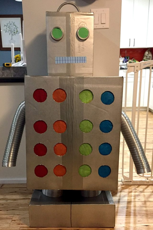 The finished punch hole robot.