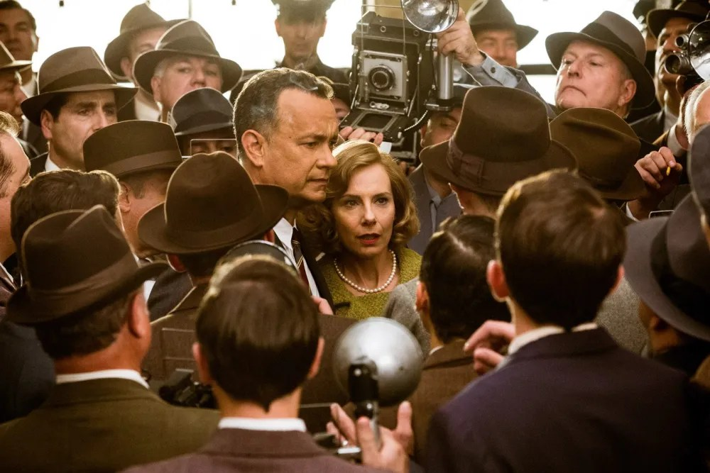 Donovan (Tom Hanks) and his wife Mary (Amy Ryan) are hounded by the press following the conviction of Rudolf Abel (Mark Rylance) in Bridge of Spies.