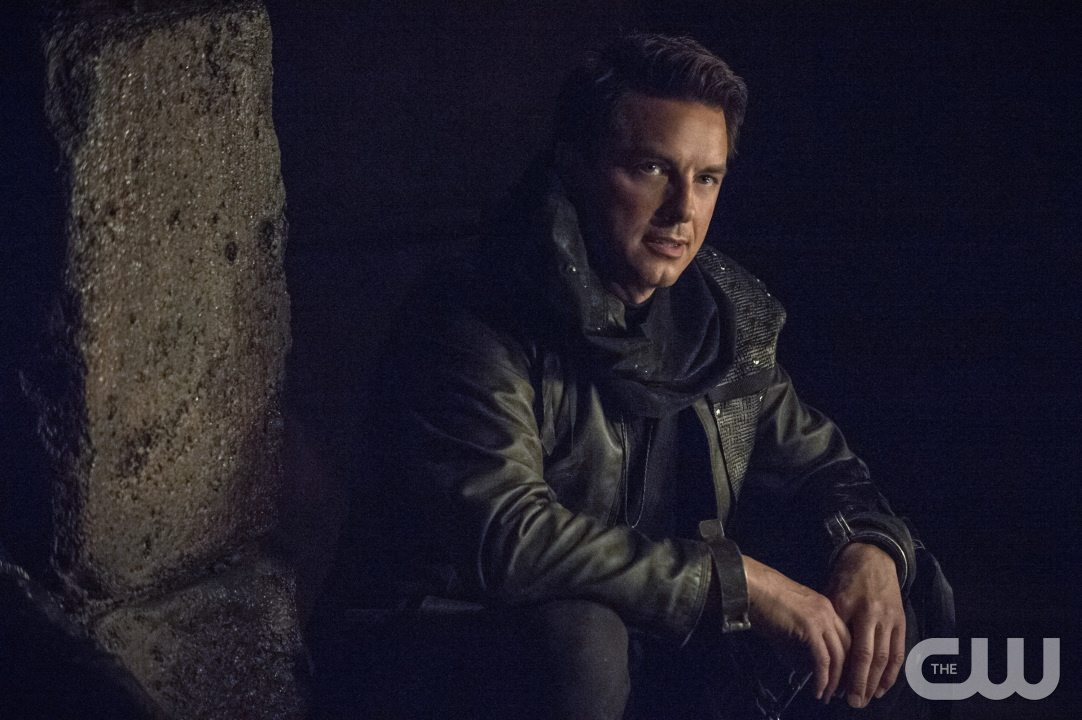 """Arrow -- """"My Name is Oliver Queen"""" -- Image AR323A_0046b -- Pictured: John Barrowman as Malcolm Merlyn -- Photo: Cate Cameron/The CW -- �© 2015 The CW Network, LLC. All Rights Reserved."""