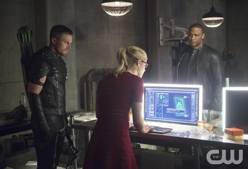 "Arrow -- ""Restoration"" -- Image AR403A_0217b.jpg -- Pictured (L-R): Steven Amell as Oliver Queen, Emily Bett Rickards as Felicity Smoak and David Ramsey as John Diggle -- Photo: Diyah Pera /The CW -- �© 2015 The CW Network, LLC. All Rights Reserved."