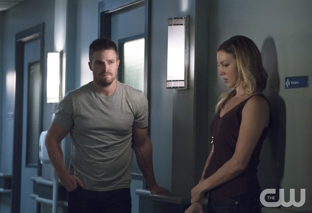 "Arrow -- ""Haunted"" -- Image AR404A_0114b.jpg -- Pictured (L-R): Stephen Amell as Oliver Queen and Katie Cassidy as Laurel Lance -- Photo: Katie Yu/ The CW -- �© 2015 The CW Network, LLC. All Rights Reserved."