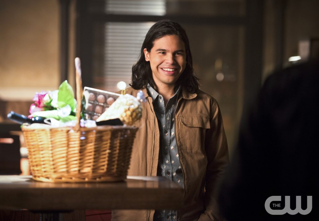 "The Flash -- ""Gorilla Warfare"" -- Image FLA207A_0030b.jpg -- Pictured: Carlos Valdes as Cisco Ramon -- Photo: Diyah Pera/The CW -- �© 2015 The CW Network, LLC. All rights reserved."