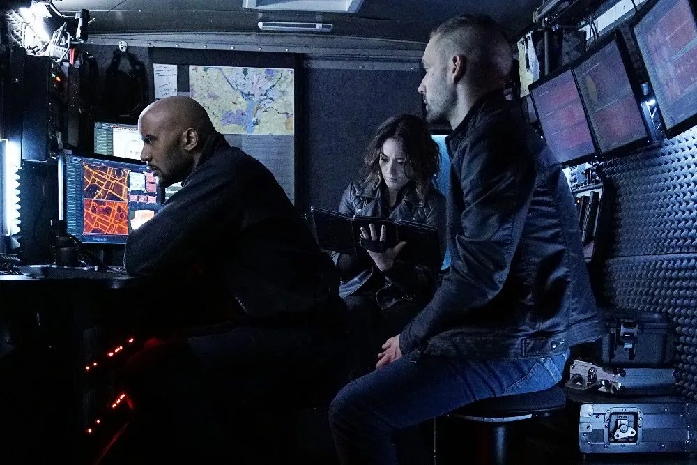 Hunter, Daisy & Hunter hang out. Er, do surveillance together. Image via ABC/Marvel Entertainment