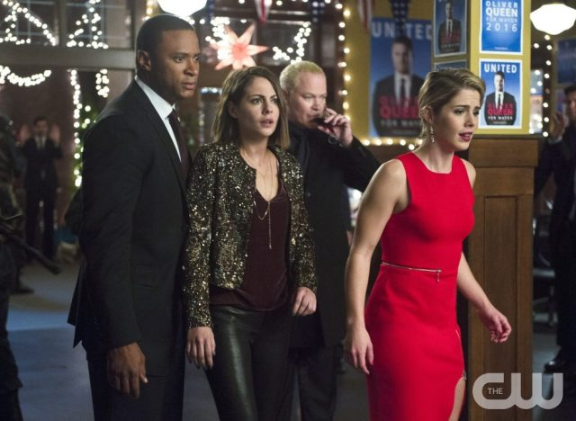 """Arrow -- """"Dark Waters"""" -- Image AR409B_0359b.jpg -- Pictured (L-R): David Ramsey as John Diggle, Willa Holland as Thea Queen, Neal McDonough as Damien Darhk and Emily Bett Rickards as Felicity Smoak -- Photo: Diyah Pera/ The CW -- �© 2015 The CW Network, LLC. All Rights Reserved."""