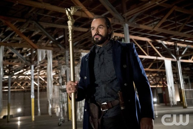 """Arrow -- """"Legends of Yesterday"""" -- Image AR408B_0005b.jpg -- Pictured: Casper Crump as Vandal Savage -- Photo: Katie Yu/ The CW -- �© 2015 The CW Network, LLC. All Rights Reserved."""