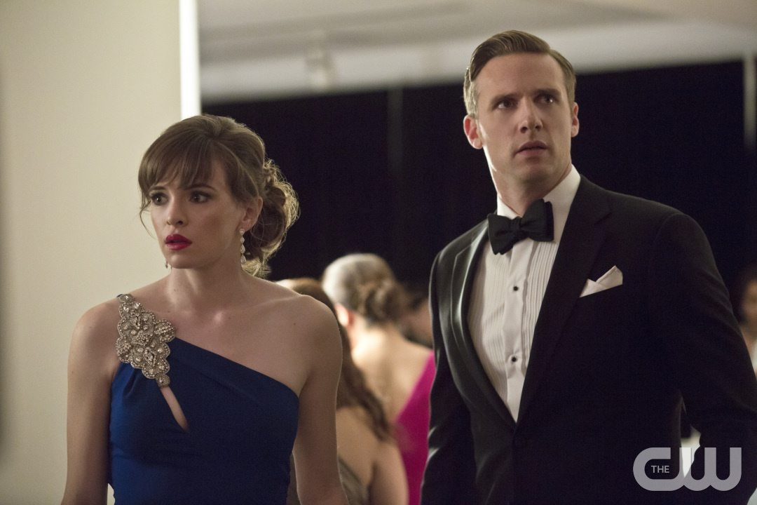 """The Flash -- """"Potential Energy"""" -- Image FLA210b_0129b -- Pictured (L-R): Danielle Panabaker as Caitlin Snow and Teddy Sears as Jay Garrick -- Photo: Katie Yu/The CW -- �© 2016 The CW Network, LLC. All rights reserved."""