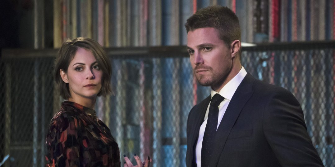 "Arrow -- ""Code of Silence"" -- Image AR414b_0111b.jpg -- Pictured (L-R): Willa Holland as Thea Queen and Stephen Amell as Oliver Queen -- Photo: Katie Yu/ The CW -- �© 2016 The CW Network, LLC. All Rights Reserved."