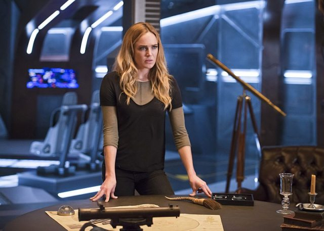 """DC's Legends of Tomorrow -- """"White Knights"""" -- Image LGN104A_0260b.jpg -- Pictured (L-R): Caity Lotz as Sara Lance/White Canary -- Photo: Diyah Pera/The CW -- �© 2016 The CW Network, LLC. All Rights Reserved."""