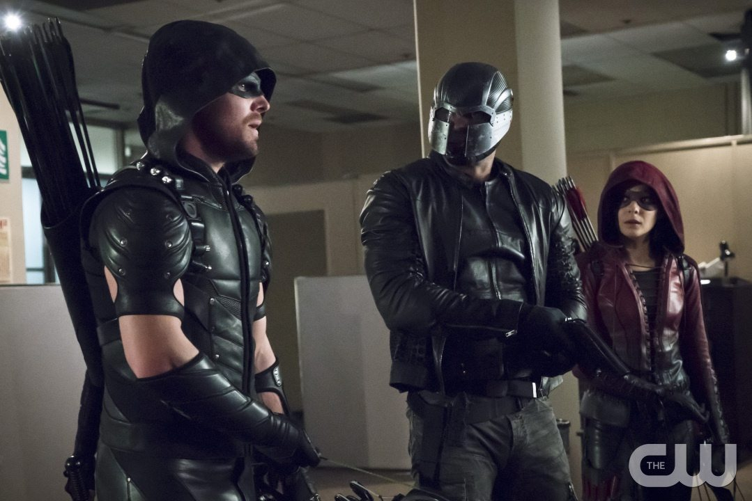 "Arrow -- ""Code of Silence"" -- Image AR414A_0012b.jpg -- Pictured (L-R): Stephen Amell as The Arrow, David Ramsey as John Diggle/Spartan, and Willa Holland as Thea Queen / Speedy -- Photo: Katie Yu/ The CW -- �© 2016 The CW Network, LLC. All Rights Reserved."