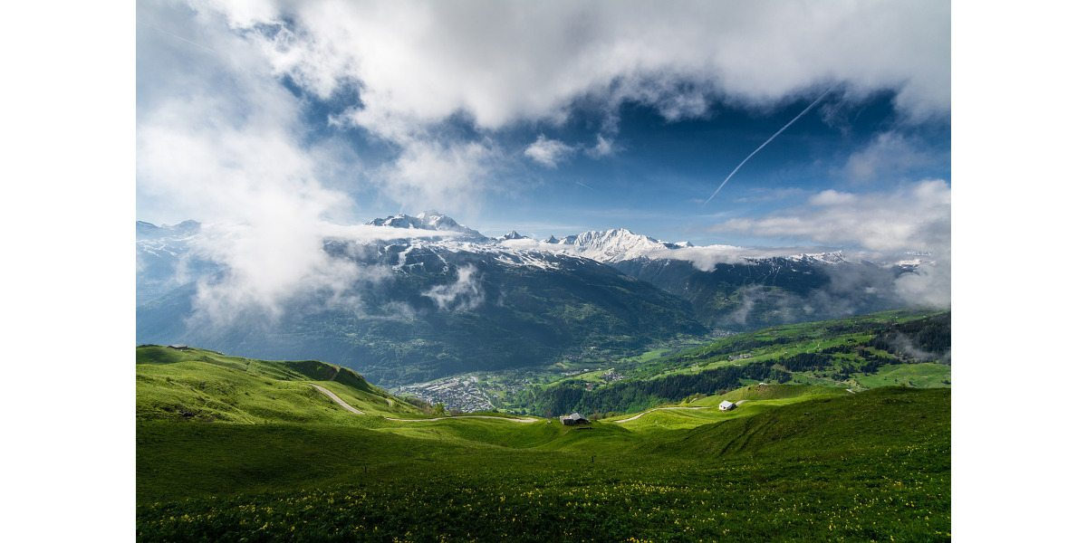 Living at high altitude can afford gorgeous views. Photo: Public Domain
