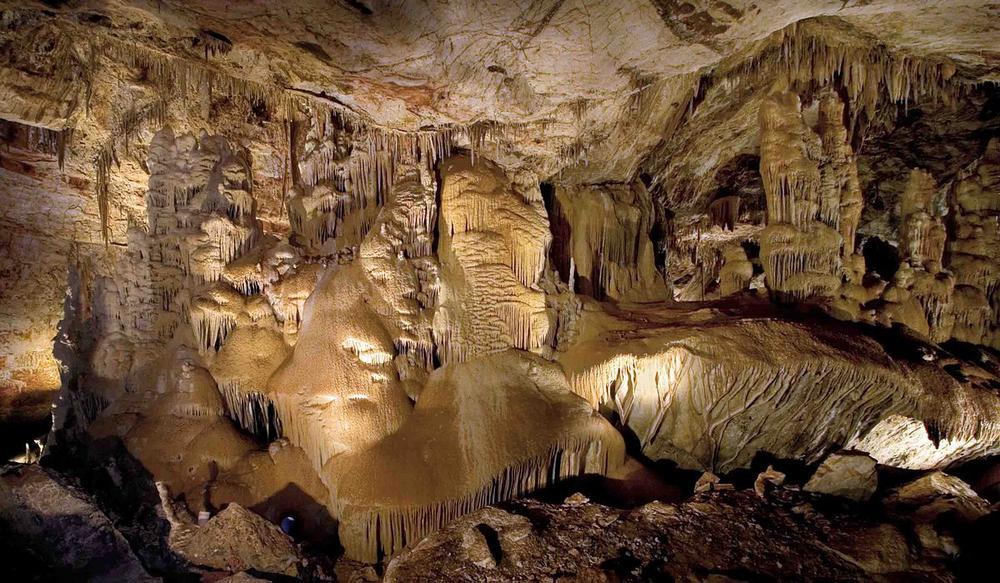 Kartchner Caverns Big Room by Wikimedia user Mike Lewis (GFDL)