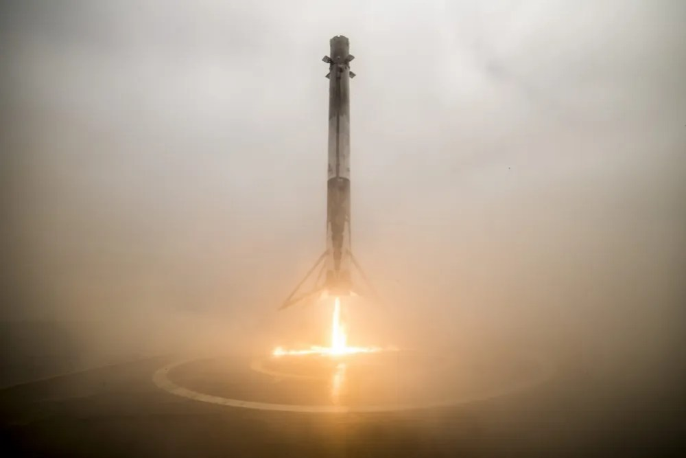 SpaceX Falcon 9 first stage landing after launching the Iridium2 satellite