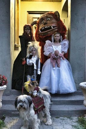 Family Goes as Labyrinth for Halloween