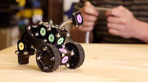 Kickstarter Alert: MOSS Dynamic Robot Construction Kit