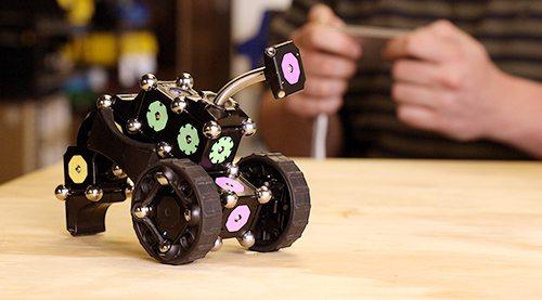 Kickstarter Alert: MOSS Dynamic Robot Construction Kit