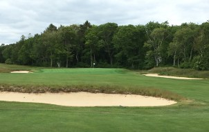 #7 - Par 5 - Cross bunkers on the approach