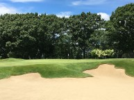 #12 - Par 3 - Enormous bunker front right