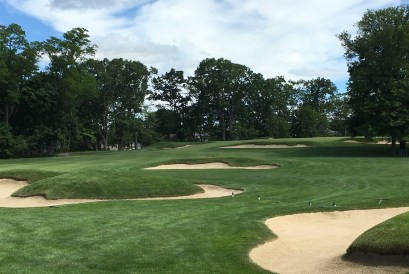 #5 - Par 4 - Minefield of bunkers on the inside right corner