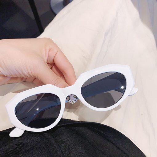 Vintage Luxury Brand Designer Cat Eye Sunglasses Women Men Fashion Small Frame Cute Oval Rivet Sun Glasses UV400 Shades