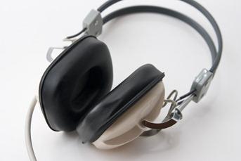 20071107-800px-Headphones_1