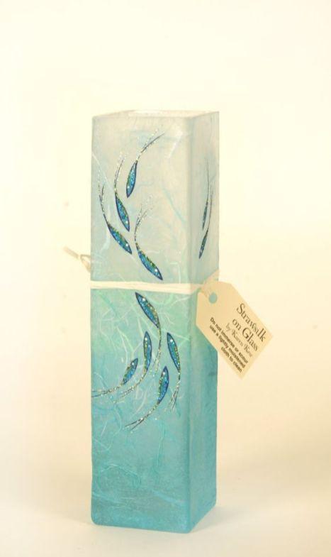bud vase with fish