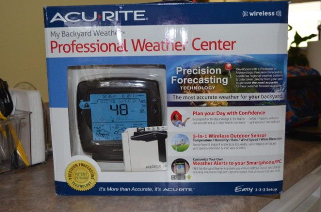 The entire weather station is lightweight and comes in  an easy-to-transport box. Photo: Patricia Vollmer.
