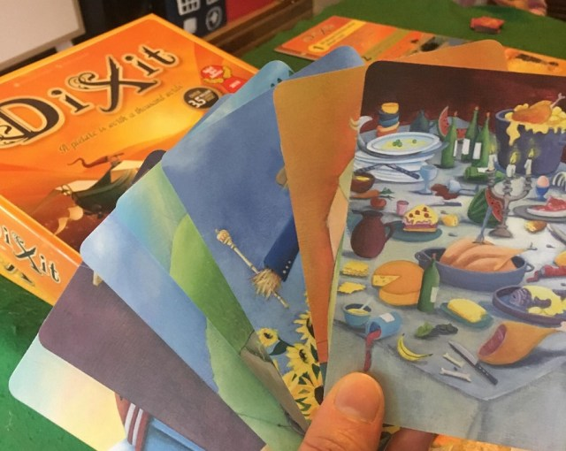 play dixit with sign languages