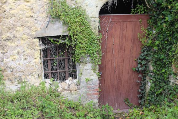 Entrance to an abandon cave home.
