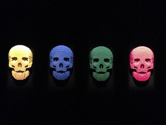 """""""The Skulls"""" by Nathan Sawaya"""
