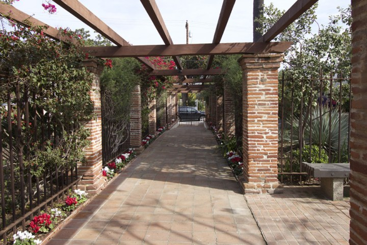 Garden walkway at Mission San Juan Capistrano, 10-18mm (@18mm).