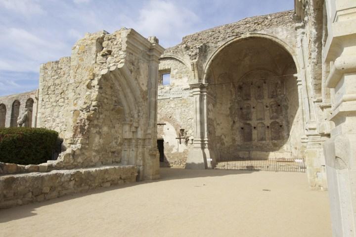 The original cathedral at Mission San Juan Capistrano, 10-18mm (@10mm).