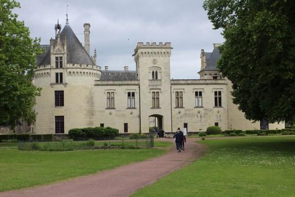 Approaching the Chateau de Breze.