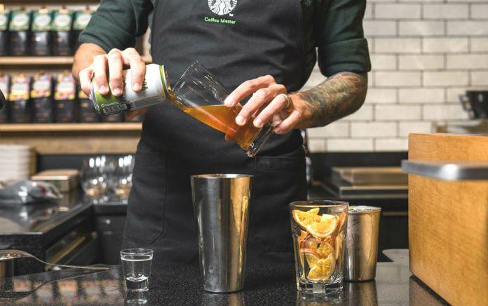 Está em dúvida entre uma boa cerveja e café quentinho? Bem, a Starbucks lançou recentemente uma bebida que une os dois em um só!