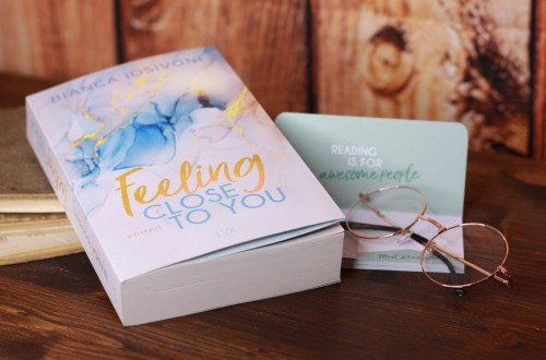 Das Buch Feeling Close to You von Bianca Iosivoni. Foto: Lilli/geek's Antiques