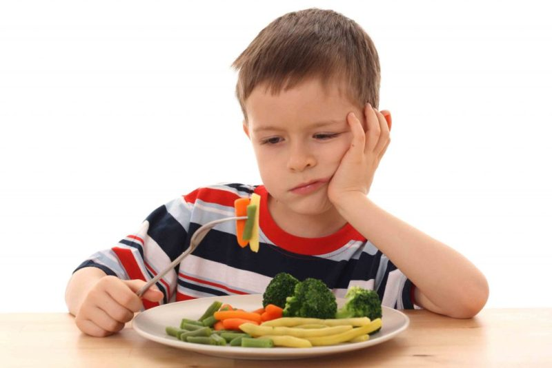 child eat vegetables