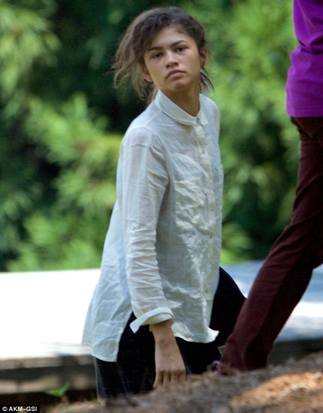 35932E0A00000578-3655784-Class_act_Zendaya_was_headed_back_to_high_school_as_she_continue-m-42_1466666980410.jpg
