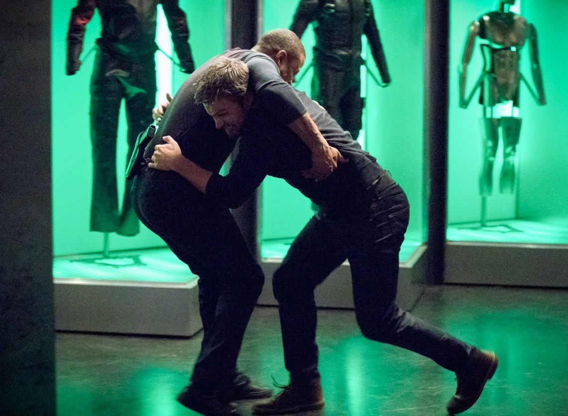 6x17-diggle-oliver-fight