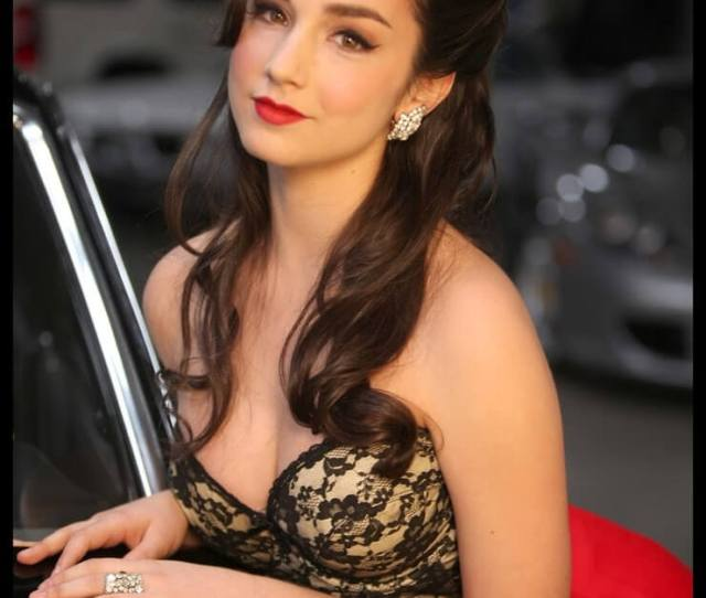 Molly Ephraim Sexy Pictures Are Sure To Stun Your Senses