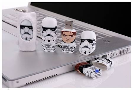 storm-trooper-usb-flash-drive