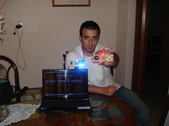 Pablo y el prototipo iTouch 3D.