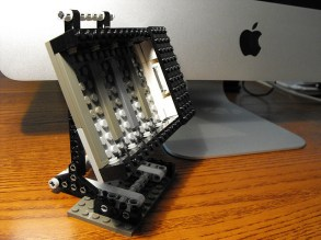 lego-dock-iphone-ipod-3